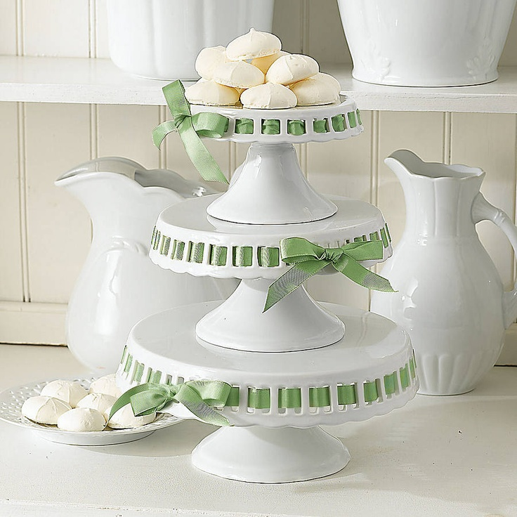 Glass cake stand rock bakehouse for Pretty cake stands